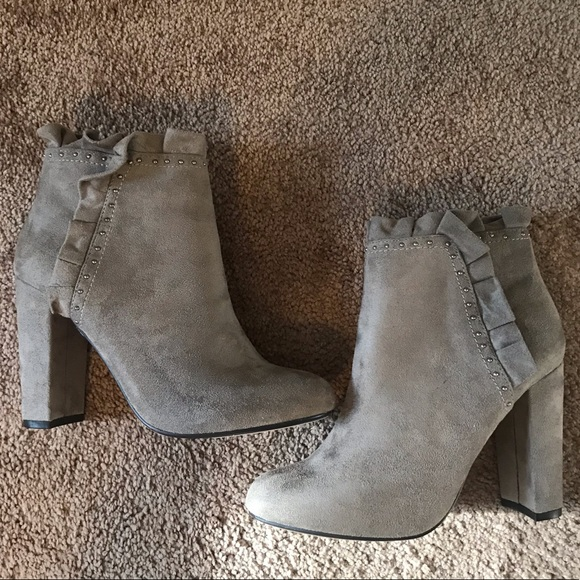 XOXO Shoes - These Gray Booties 🙌🏻